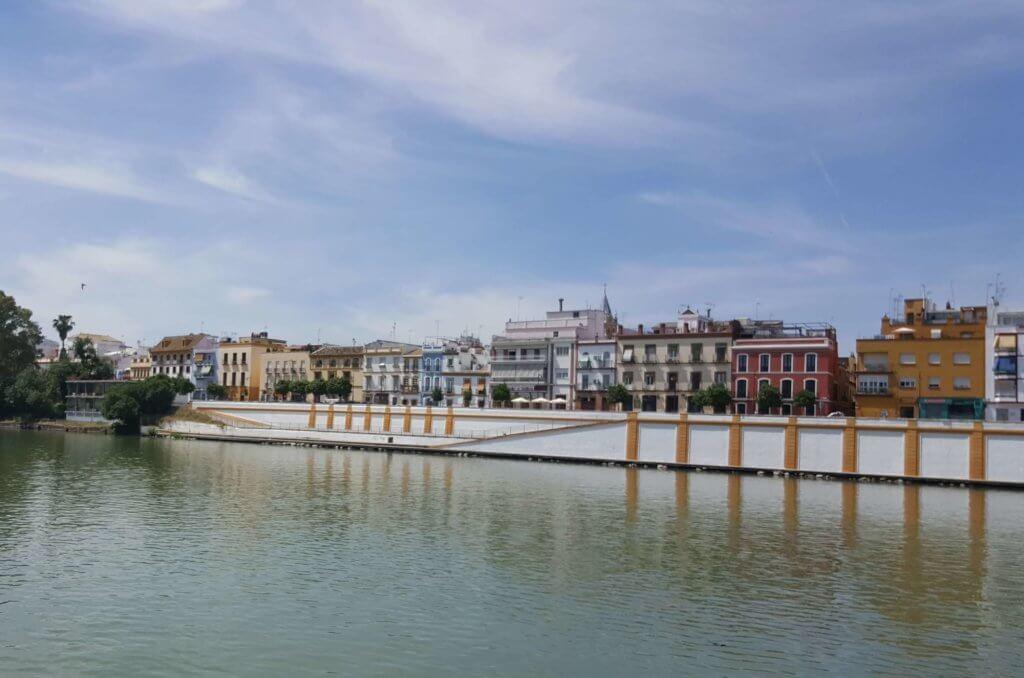 Am Ufer des Flusses Guadalquivir - Blick auf das Viertel Triana
