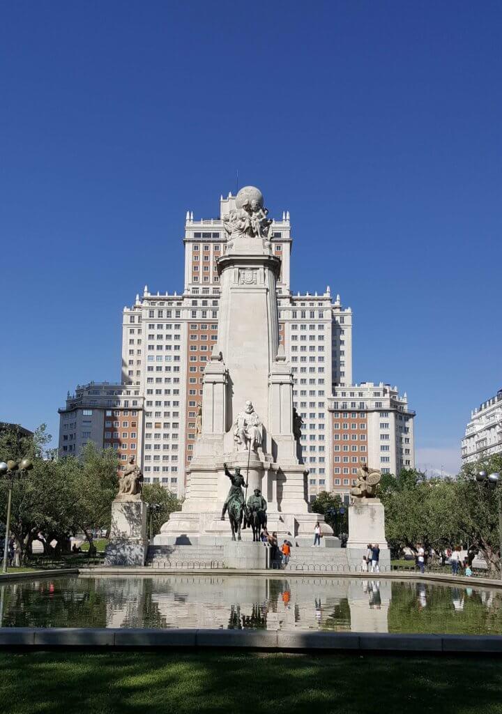 Das Cervantes Denkmal auf dem Plaza de España