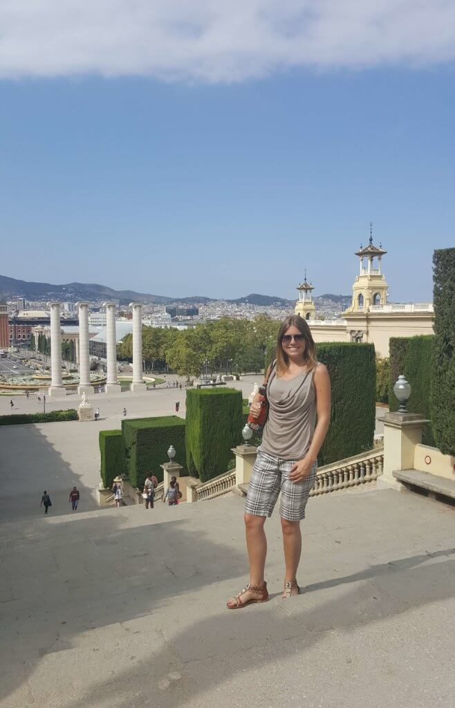 Auf den Treppen vor dem Nationalpalast