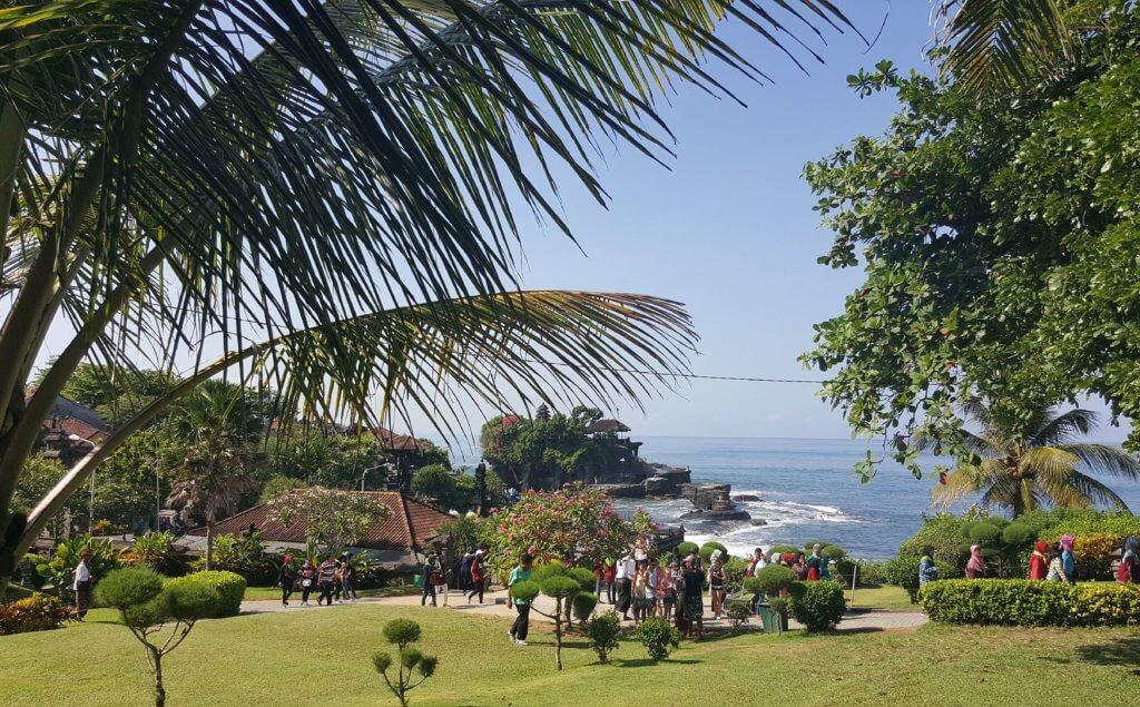 Die Gartenanlage im Tempel Pura Tanah Lot