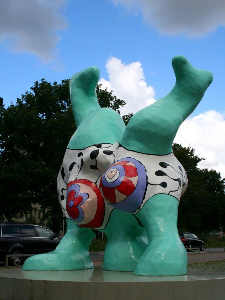 Eine weitere Nana-Skulptur