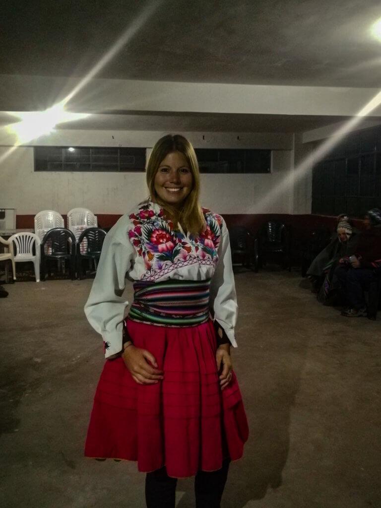 Ich in meinem peruanischen Kleid