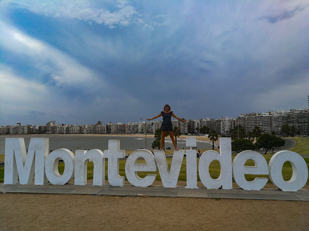 auf dem Montevideo-Schriftzu