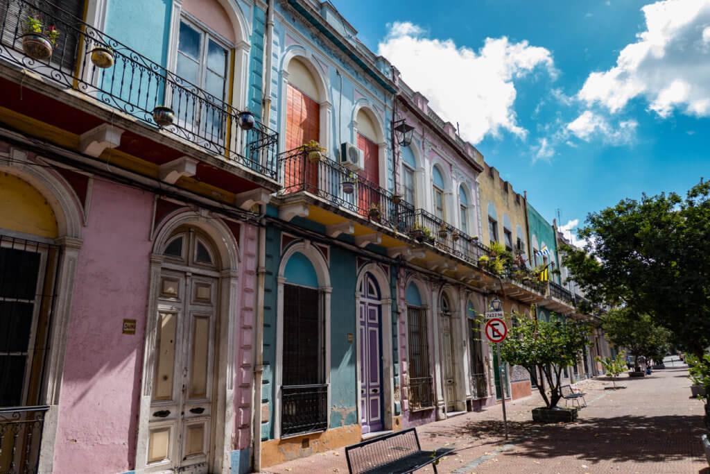 bunte Häuser im Barrio Reus