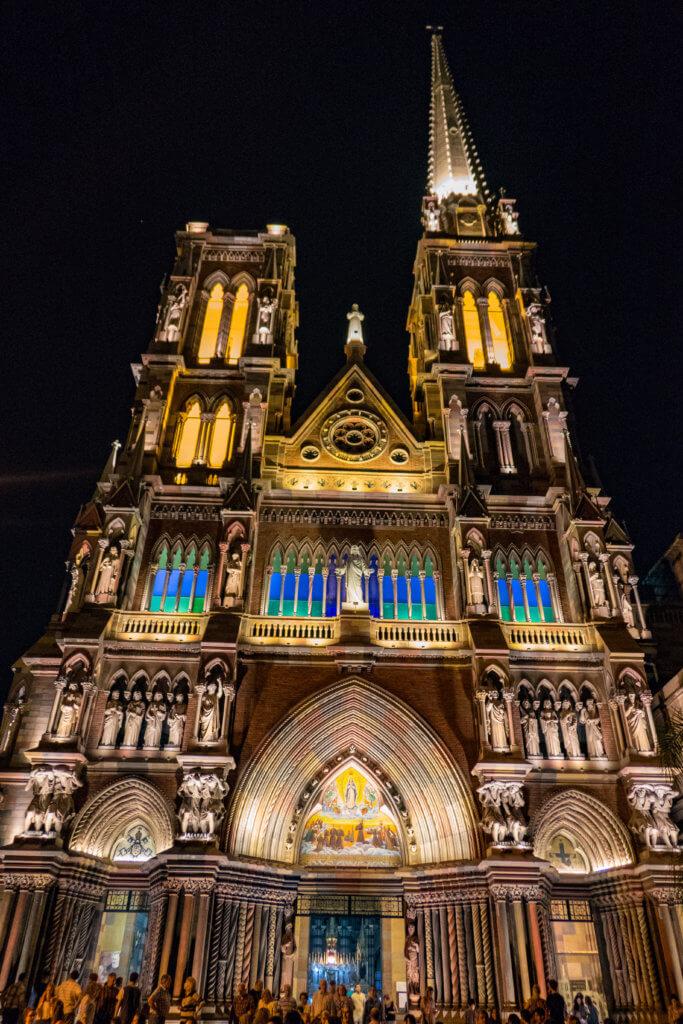 Iglesia de Los Capuchinos bei Nacht