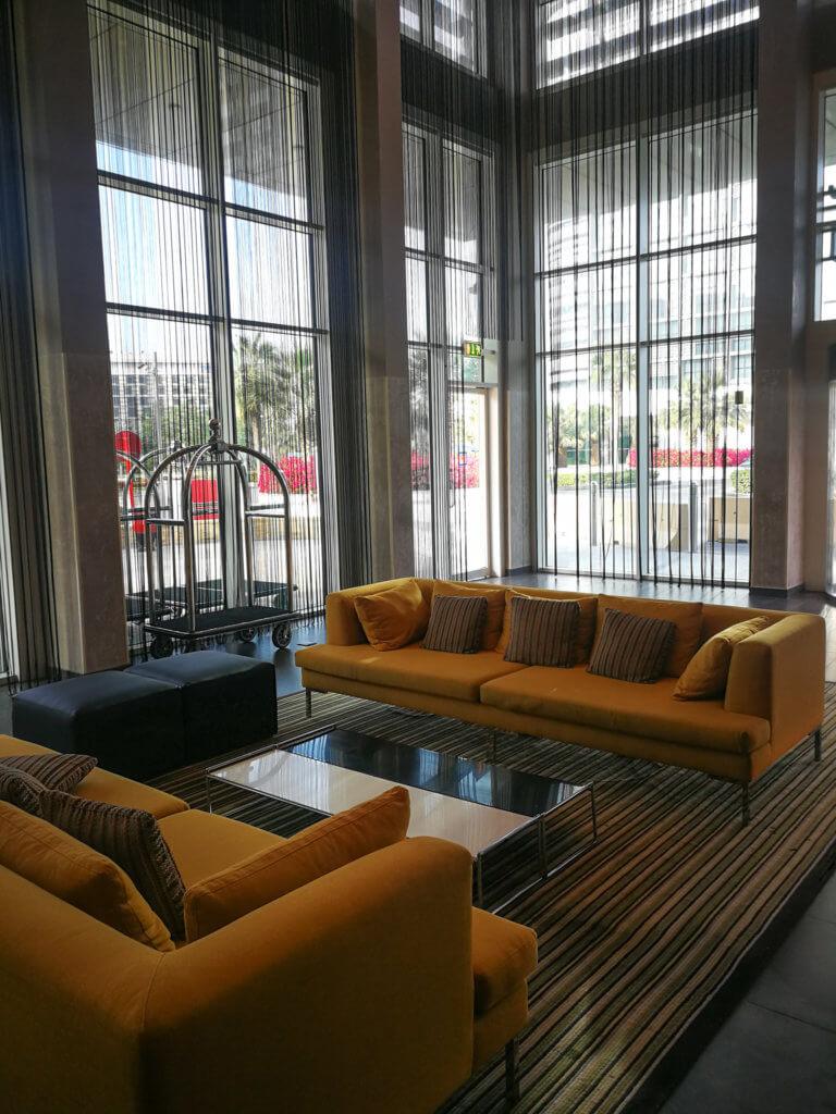 Die Lobby im Centro Yas Island