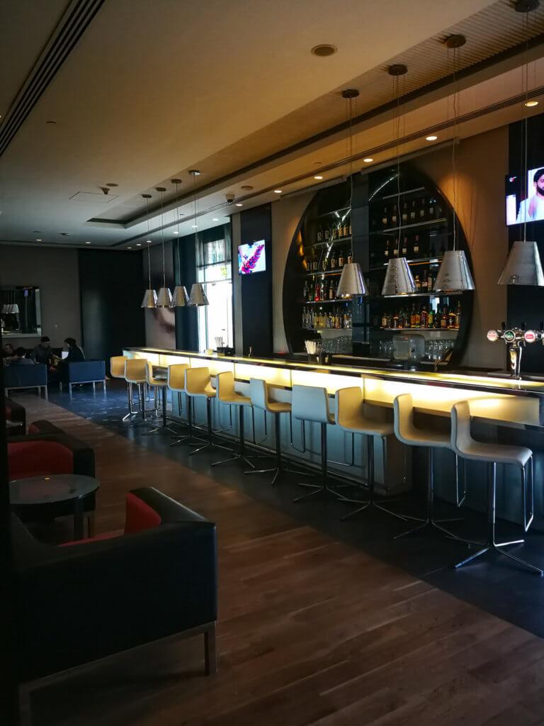 Die Bar im Centro Yas Island
