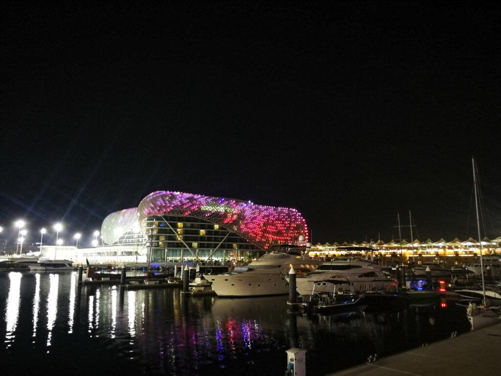 Yas Marina bei Nacht