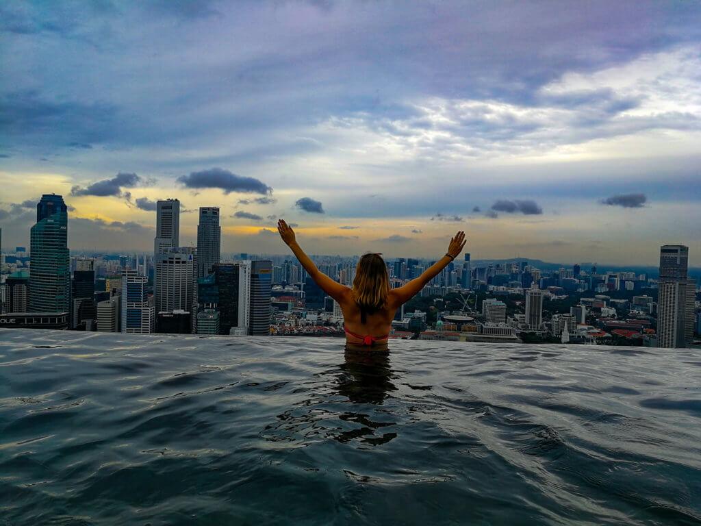 im höchsten und längsten Infinity Pool der Welt