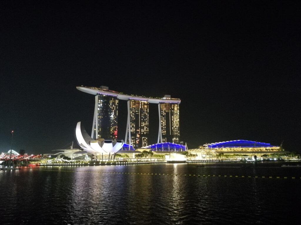 das Marina Bay Sands bei Nacht