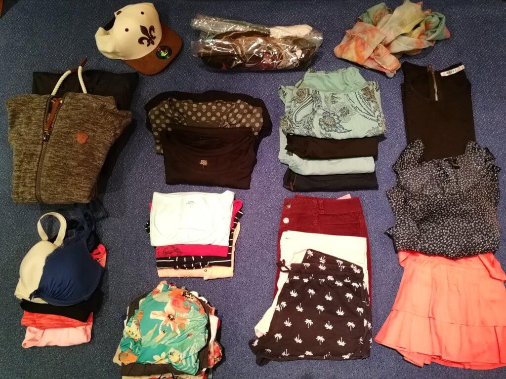 Alle Kleidungsstücke, die ich auf meiner Weltreise dabei hatte
