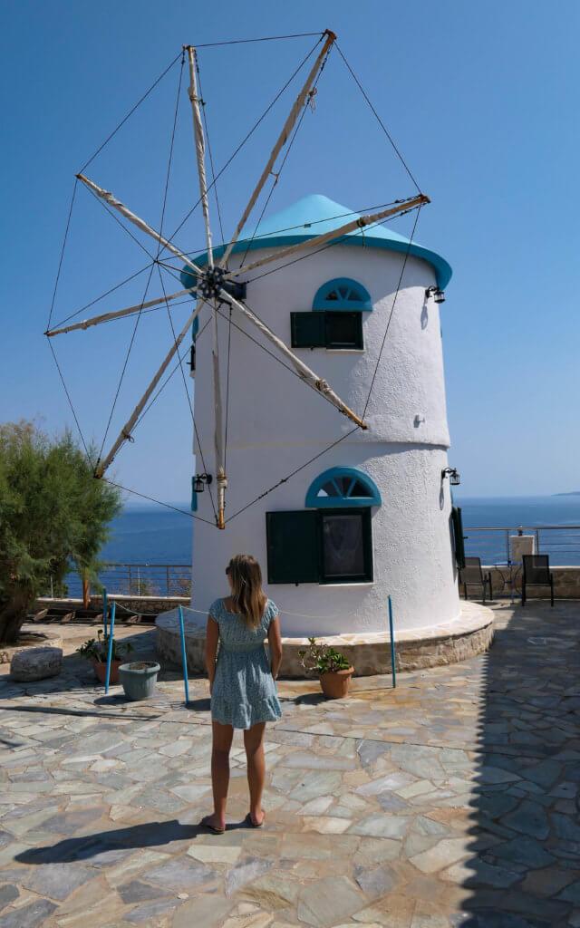 Eine traditionelle Windmühle am Skinari Kap